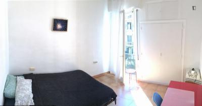 Sunny spacious double bedroom in El Fort Pienc