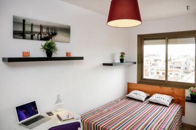 Luminous double bedroom in Collblanc
