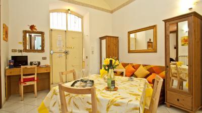 Very comfy 2-bedroom apartment close to Lepanto metro station