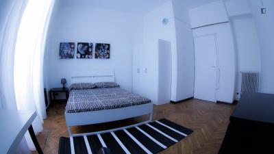 Neat double bedroom not far from Università Bocconi
