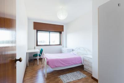 Enkele slaapkamer in 3 slaapkamer appartement