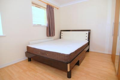 Inviting double bedroom with an ensuite bathroom, in Isle of Dogs