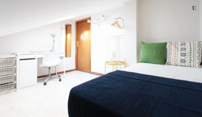Spacious double bedroom in La Guidalera
