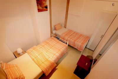Pleasant twin bedroom near Rossio metro station