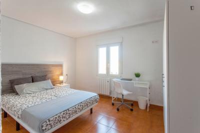 Double bedroom in a 6-bedroom apartment, in Rascanya
