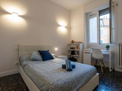 Nice double bedroom not far from Politecnico di Milano