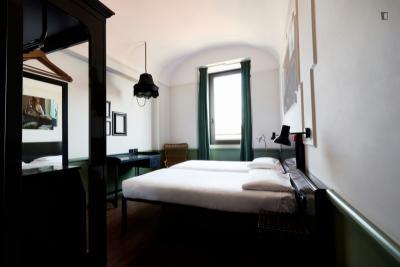 Modern Ensuite Twin bedroom in a Hostel