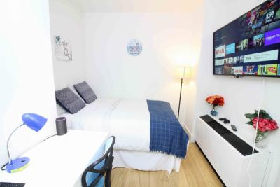 Cool double bedroom, in a residence near Wall Street metro station