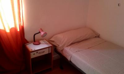 Homely bedroom just in front of Universitat de Valencia and Universidad Polotécnica.