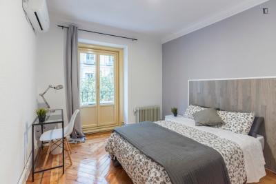 Dubbele slaapkamer in 9 slaapkamer appartement