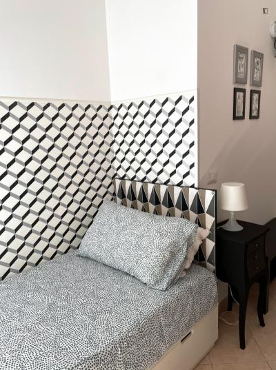 Elegant single bedroom, with a private bathroom, in Bovisa