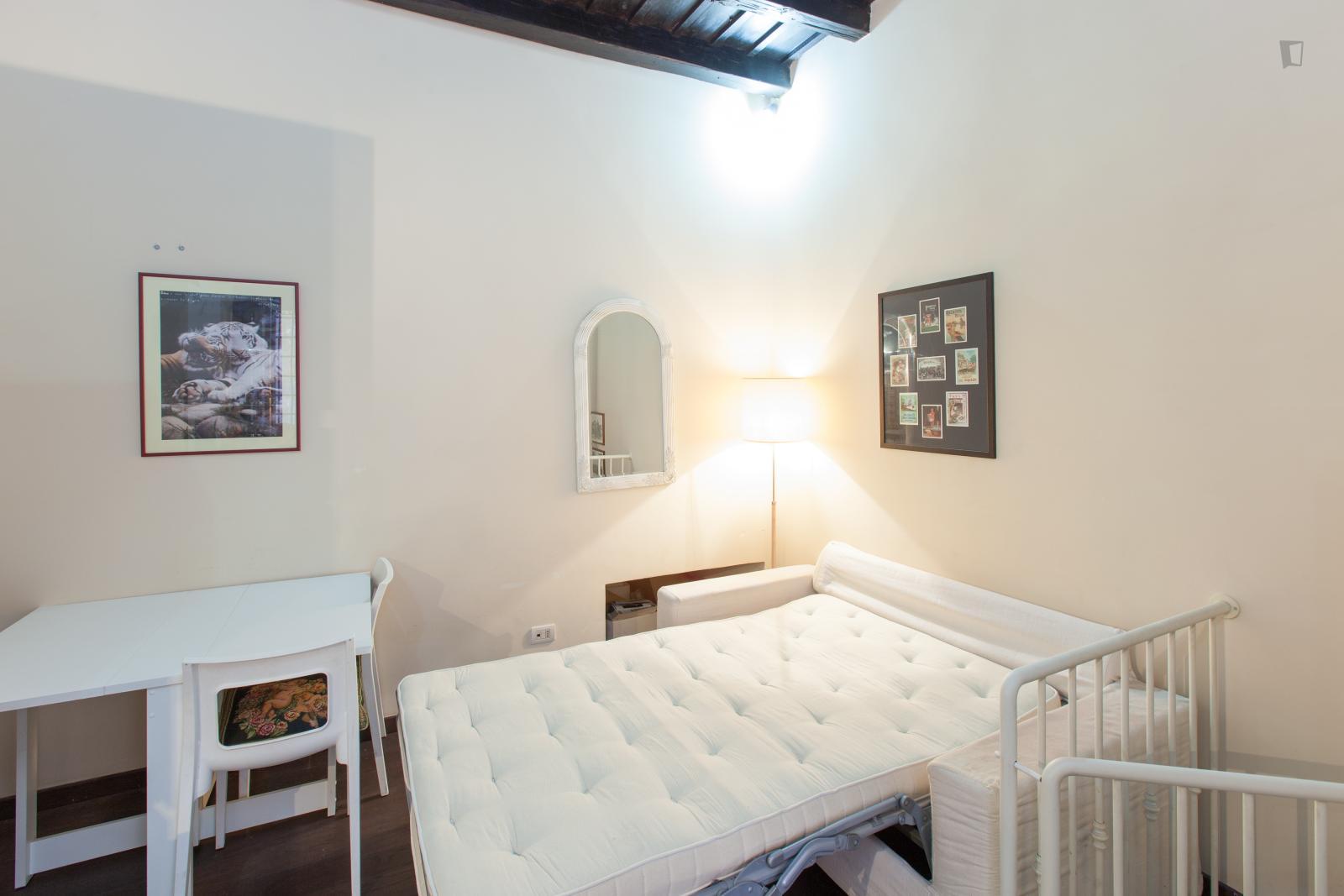 Vicolo della Campanella, Rome, ME - 1,200 USD/ month