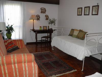 Charismatic single bedroom in apartment close to Algés train station