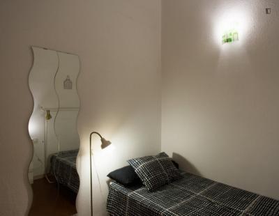 Nice single bedroom close to Escola Superior de Música de Catalunya