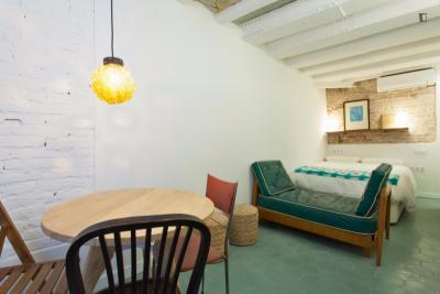 Bright and comfortable studio near Parc de la Ciutadella