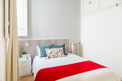 Single bedroom in a student flat, in Trafalgar