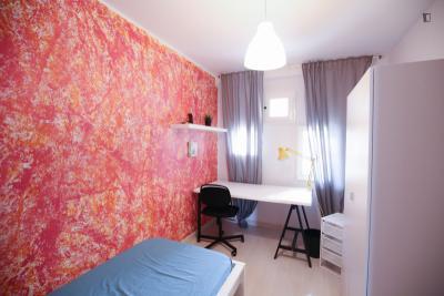 Very nice single bedroom in Caparica