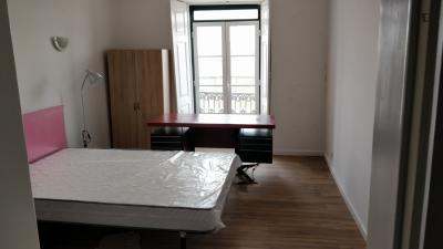 双人床卧室, with 阳台, in 8-卧室 公寓
