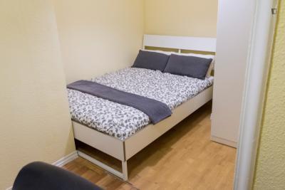 双人床卧室 in 15-卧室 公寓