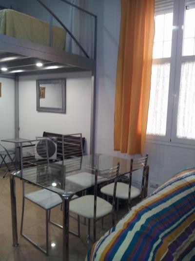 Clean and bright 2-bedroom apartment, near Facultad de Bellas Artes US