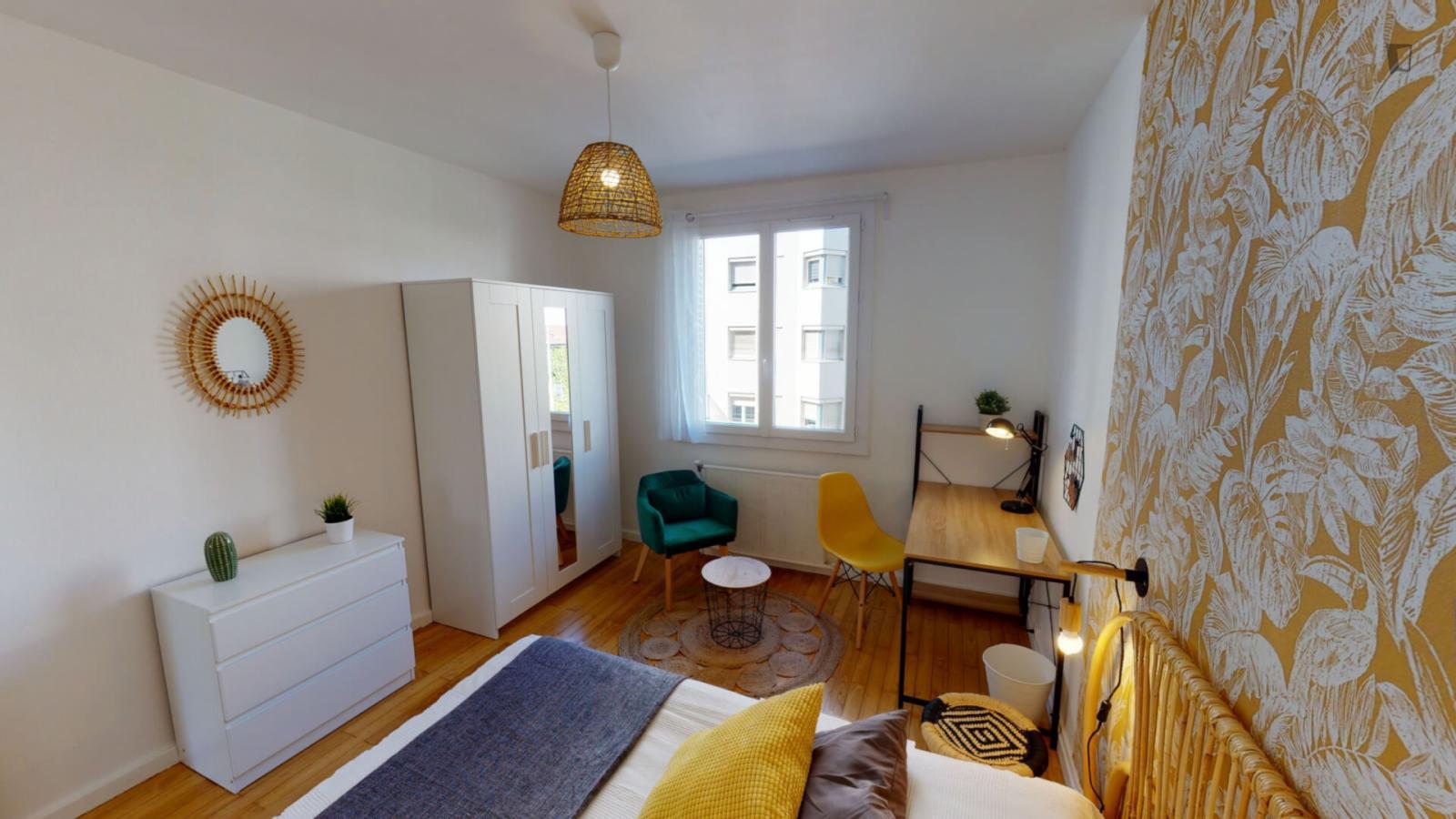 Grande Rue de la Guillotière, Lyon, MS - 571 USD/ month