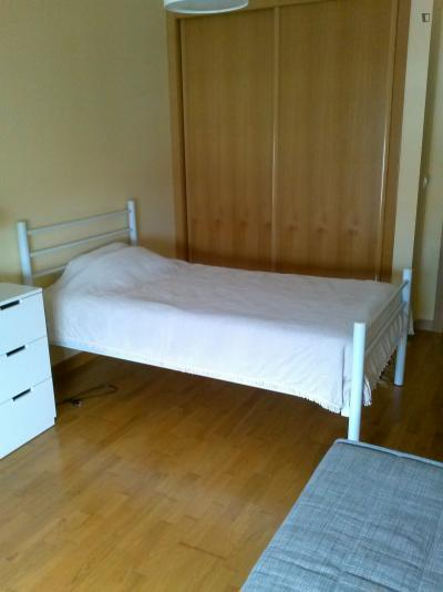 Welcoming single bedroom in Olivais