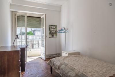 Cool single bedroom close to Universidade Aberta