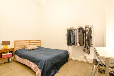 Cosy double bedroom in a big flat, in Cais do Sodré
