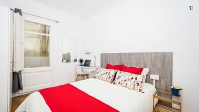 Modern double bedroom in a 5-bedroom apartment near El Clot - Aragó train station