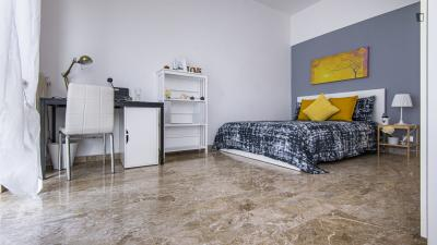 Dashing double bedroom in Lorenteggio