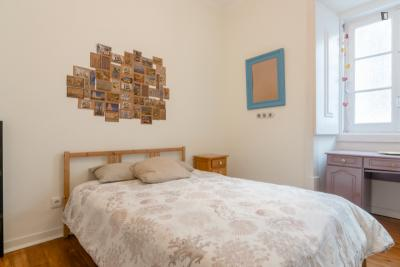 Inviting double bedroom in a residence, in the Sé neighbourhood at a guest house