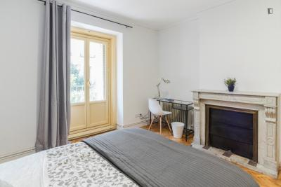 Elegant double bedroom in a 9-bedroom apartment