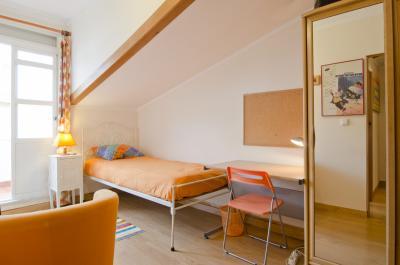Single bedroom in a 7-bedroom flat in Nossa Senhora de Fátima