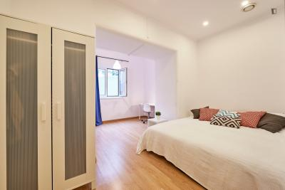 Welcoming double bedroom next to Alameda metro station