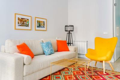 Colourful 1-bedroom apartment in La Latina neighbourhood
