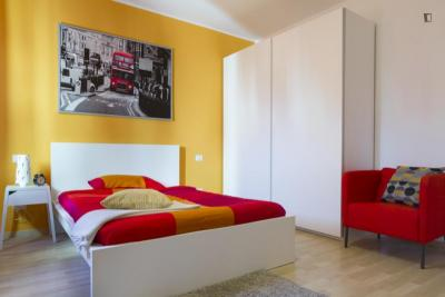 Cool double bedroom in a 4-bedroom apartment near Bisceglie metro station