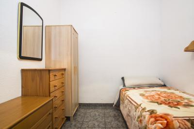 Bright single bedroom close to Vallcarca metro station