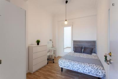 Relaxing double bedroom with a small terrace, in Albors