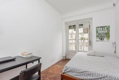 Welcoming double bedroom close to Instituto Superior de Economia e Gestão