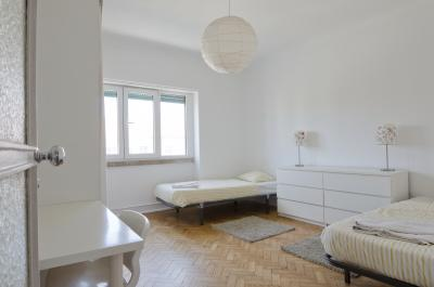 Very nice twin bedroom in Alvalade