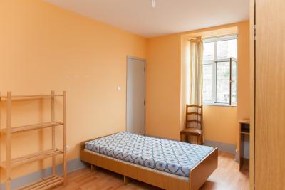 Warm single bedroom in an 8-bedroom flat near Universidade de Coimbra