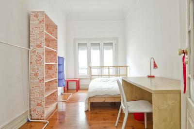 Double bedroom in central Campo Pequeno