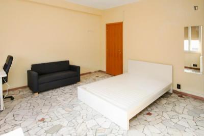 Spacious double bedroom near Sondrio metro station
