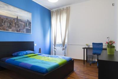 Nice double bedroom near Maciachini metro station