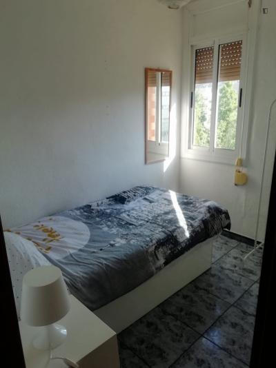 Bright single bedroom in in El Besòs i el Maresme