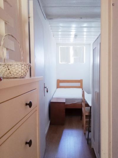 Pleasant single bedroom in Cais do Sodré