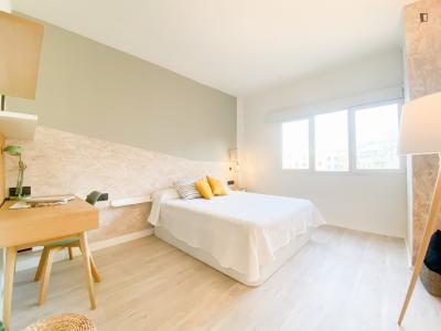 Beautiful double bedroom close to Parque de Peñuelas Park