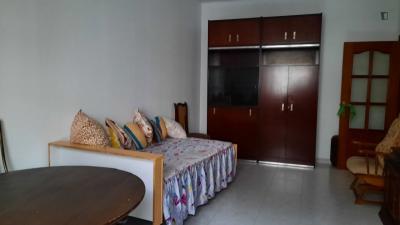 Single bedroom in 5-bedroom house