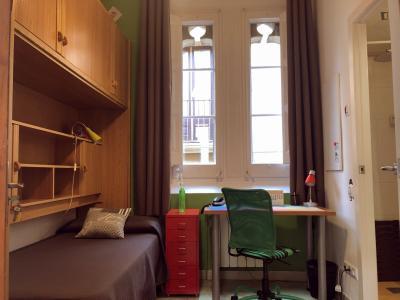 Single ensuite bedroom in the famous El Barri Gòtic with breakfast