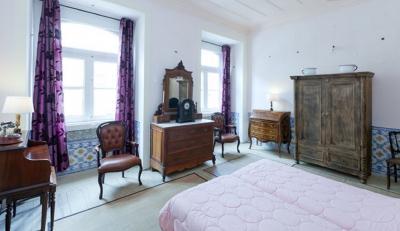 Bright 5-bedroom apartment close to Baixa-Chiado metro station